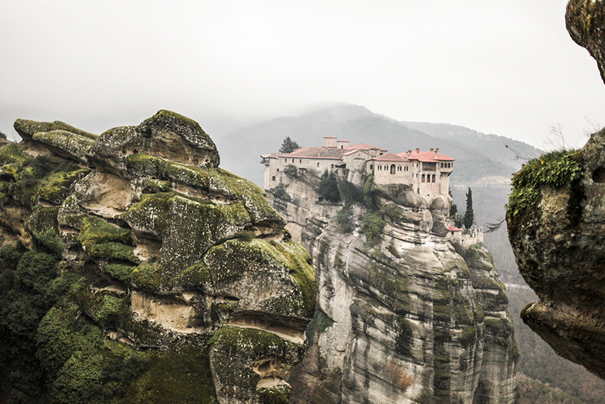 efipanagoula_Hanging_Meteora_Greece