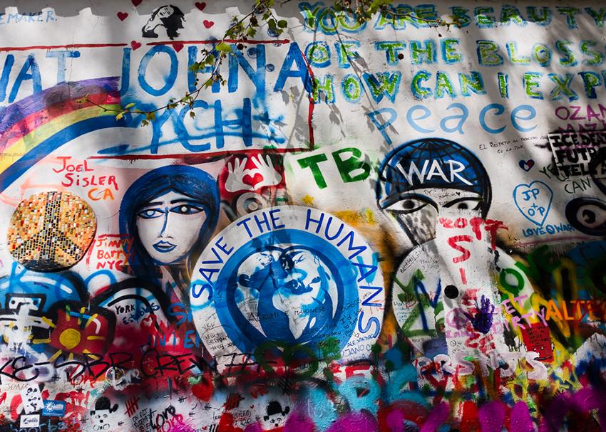 Deb-Schwedhelm_Lennon-Wall_Prague
