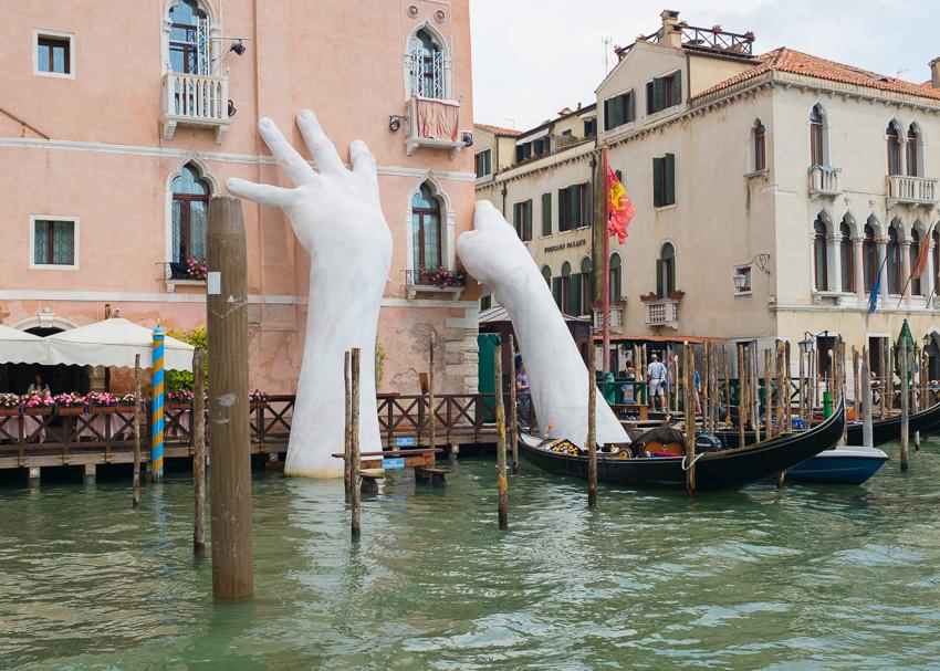 DebSchwedhelm_Helping-Hands_Venice-Italy