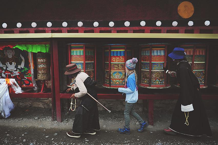 Kirsty Larmour_Kora with the pilgrims_Tibet_week 37